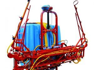 Opryskiwacze zawieszane marki Biardzki składane hydraulicznie